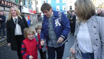 WATCH: Mani from the Stone Roses declares he is proud to be a Lilywhite on his visit to Athy