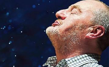 Versatile Jon Kenny plays 10 parts in new one-man show at Newbridge's Riverbank