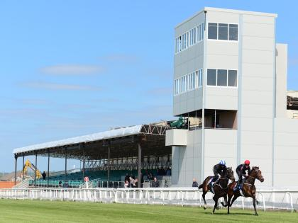 Kildare to Curragh Camp - 3 ways to travel via bus, taxi, Uber