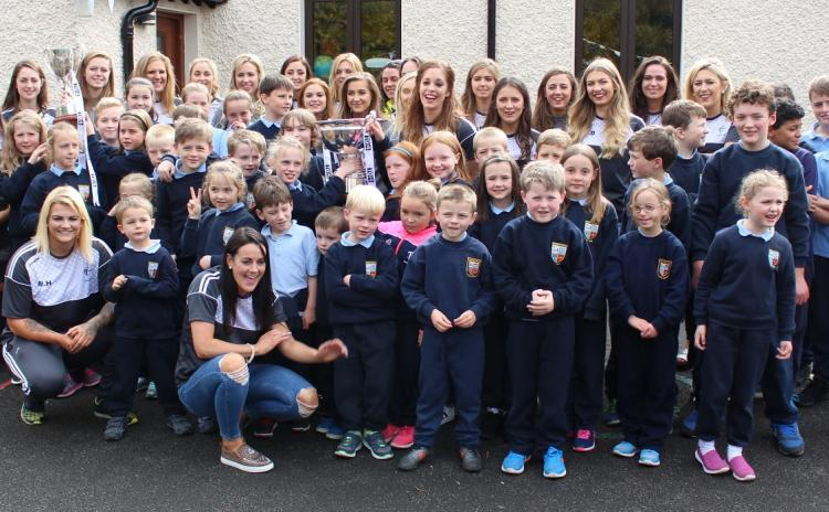 Kildare captain Aisling Holton brings cup to her pupils in Brannoxtown NS